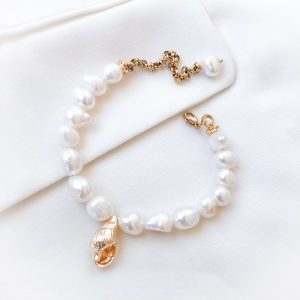 Bracelet with natural pearl and shell pendant
