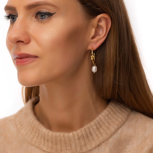 Brass ear stud with 925 sterling silver pins, freshwater pearls, for pierced ears.