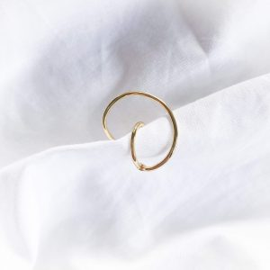 Brass with real 18k gold plated.