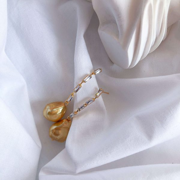 Brass ear stud with cubic zirconia, 925 sterling silver pin, natural keshi pearl, for pierced ears