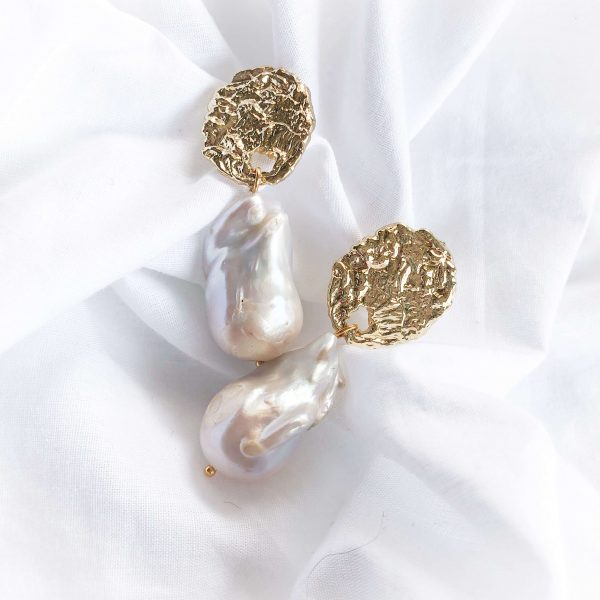 Brass ear stud with cubic zirconia, natural keshi pearl, for pierced ears