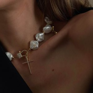 Natural keshi pearl, cross – brass with cubic zirconia, clasp – brass with cubic zirconia.