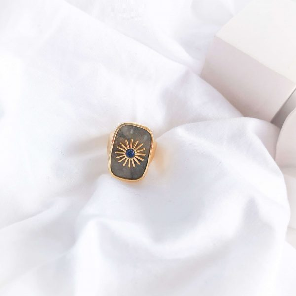 Brass with real 18k gold plated, natural stone.