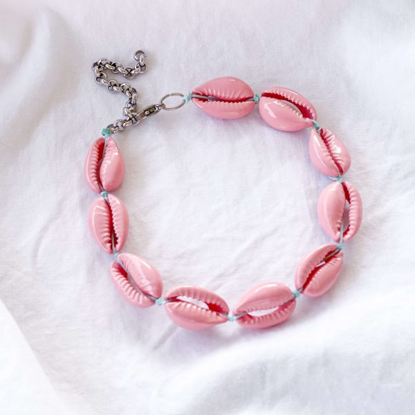 Natural shell, chain, clasp – stainless steel 304.
