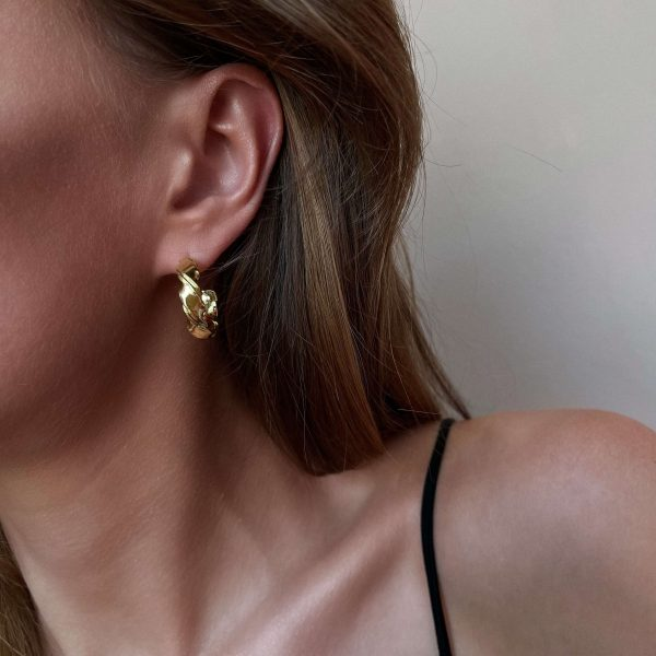 Brass, long – lasting plated, for pierced ears.